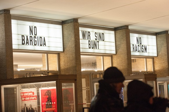 epa04569581 Displays read 'No Baergida - We are colorful - No Racism' at the Kino International during a protest against the Islam-critical Baerdiga movement (Berliner Patriots against the Islamization of the West) in Berlin, Germany, 19 January 2015. The leaders of Germany's growing anti-Islam movement, Pegida, said they planned to hold more rallies in the eastern city of Dresden next week after their latest protest march was banned by police due to a terrorist threat.  EPA/PAUL ZINKEN