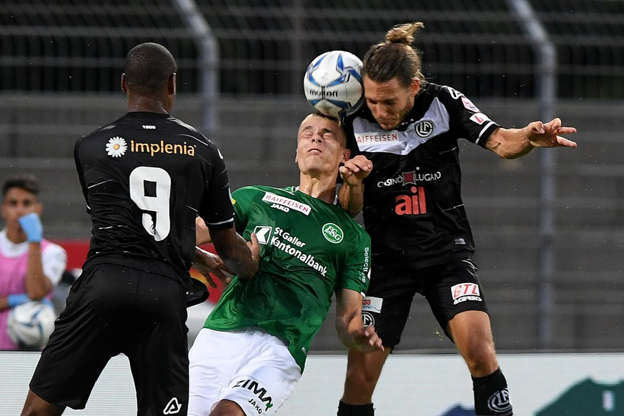 From left Lugano's player Rangelo Janga,  St.Galler's player Cedric Itten and Lugano's player Numa Lavanchy, during the Super League soccer match FC Lugano against FC St. Gallen, at the Cornaredo stadium in Lugano, Thursday, July  09, 2020. (KEYSTONE/Ti-Press/Samuel Golay)