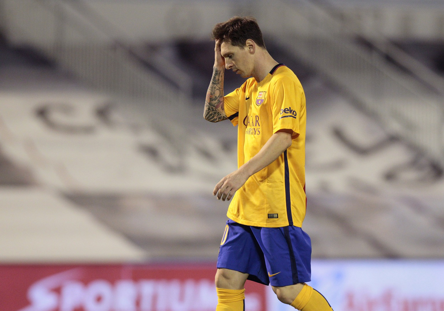 Barcelona's Lionel Messi from Argentina, gestures during a Spanish La Liga soccer match between RC Celta and FC Barcelona, at the Balaídos stadium in Vigo, Spain, Wednesday, Sept. 23, 2015. (AP Photo/Lalo R. Villar)