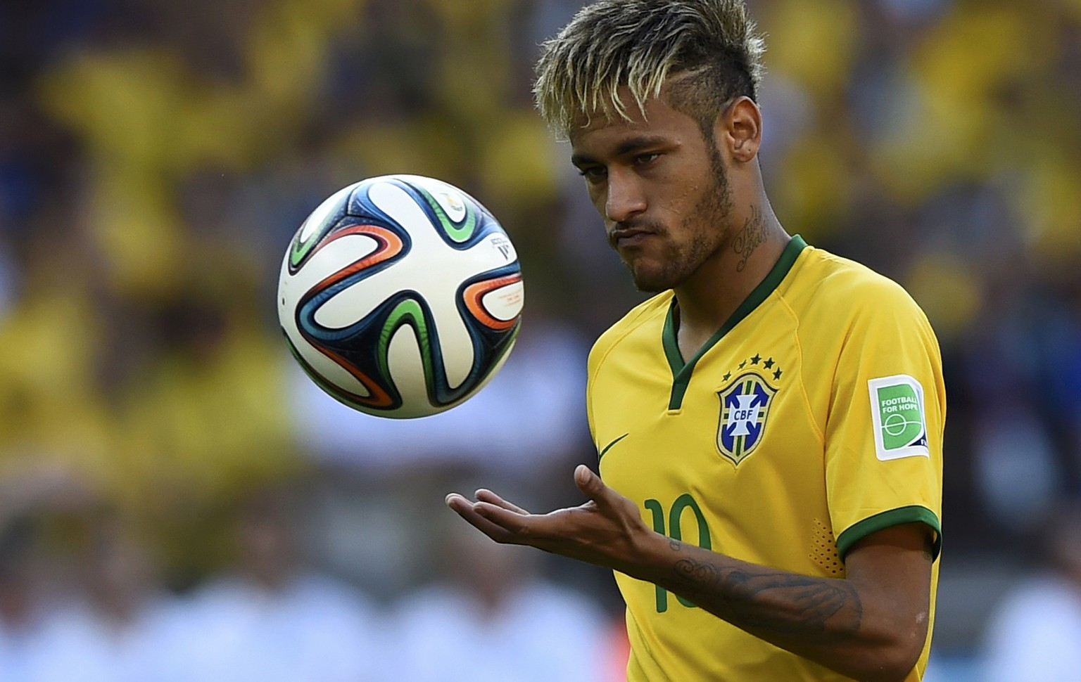 Brazil's Neymar prepares for his penalty during the penalty shootout between Brazil and Chile in their 2014 World Cup round of 16 game at the Mineirao stadium in Belo Horizonte June 28, 2014.                REUTERS/Dylan Martinez (BRAZIL  - Tags: SOCCER SPORT WORLD CUP TPX IMAGES OF THE DAY)