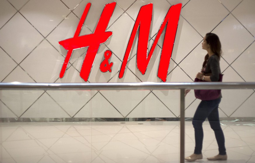 epa04448899 A Filipino walks past the facade of the Hennes & Mauritz (H&M) store in Manila, Philippines, 16 October 2014. The Swedish multinational retail-clothing company H&M will open its first store in the Philippines on 17 October 2014 inside a mall in Manila.  EPA/RITCHIE B. TONGO