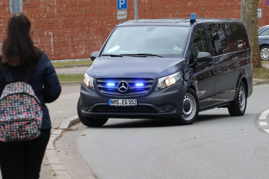 epa06630418 An unidentified van leaves the 'Justizvollzugsanstalt (JVA) Neumuenster' prison where the former Catalan leader, Carles Puigdemont, is detained and drives to the district court of Neumuenster in Neumuenster, Germany, 26 March 2018. German police on 25 March 2018 detained former Catalan leader Puigdemont after he crossed into Germany from Denmark. Puigdemont is sought by Spain who issued an European arrest warrant against the former leader who is living in exile in Belgium.  EPA/FOCKE STRANGMANN