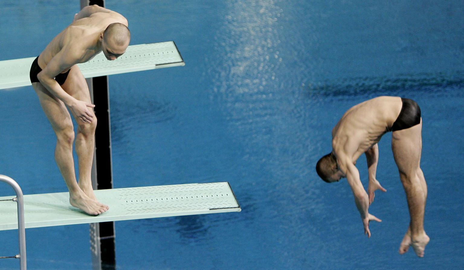 Russian diver Aleksandr Dobroskok  left, fails to dive as partner Gleb Galperin completes their routine during the final of the men's 3-meter synchro springboard event at the World Swimming Championships in Melbourne, Australia, Monday, March 19, 2007. (AP Photo/Mark Baker)