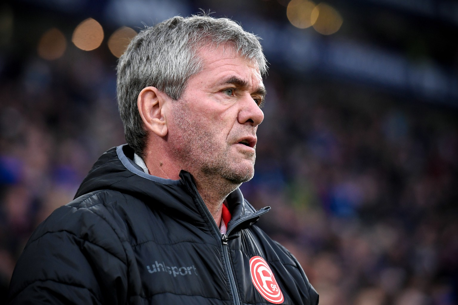 epa07983719 Duesseldorf's head coach Friedhelm Funkel prior to the German Bundesliga soccer match between FC Schalke 04 and Fortuna Duesseldorf in Gelsenkirchen, Germany, 09 November 2019.  EPA/SASCHA STEINBACH CONDITIONS - ATTENTION: The DFL regulations prohibit any use of photographs as image sequences and/or quasi-video.