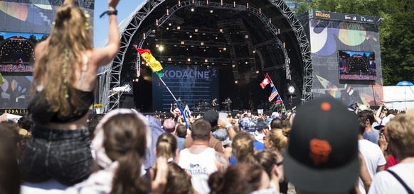 General view of the main stage during the performance of Irish band Kodaline, pictured during the music festival Openair St. Gallen, on Sunday, June 28, 2015, in St. Gallen, Switzerland. The event runs until June 28. (KEYSTONE/Gian Ehrenzeller)
