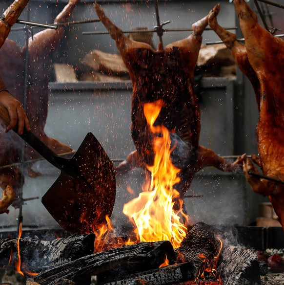 epa07562211 Pork is grilled during the celebration of the 2nd edition of the Grilled Meat International Encounter hed in Tolosa, Spain, 11 May 2019.  EPA/Javier Etxezarreta