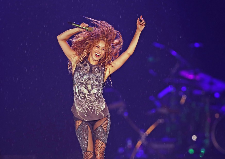 epa07872441 (FILE) - Colombian singer Shakira performs during a concert as part of her 'El Dorado World Tour', at the Azteca Stadium in Mexico City, Mexico, 11 October 2018 (Reissued 26 September 2019). According to reports, US singer Jennifer Lopez and Colombian singer Shakira will perform during the halftime show of Super Bowl LIV on 02 February 2020 at the Hard Rock stadium in Miami Gardens, Florida.  EPA/JORGE NUNEZ *** Local Caption *** 54694463