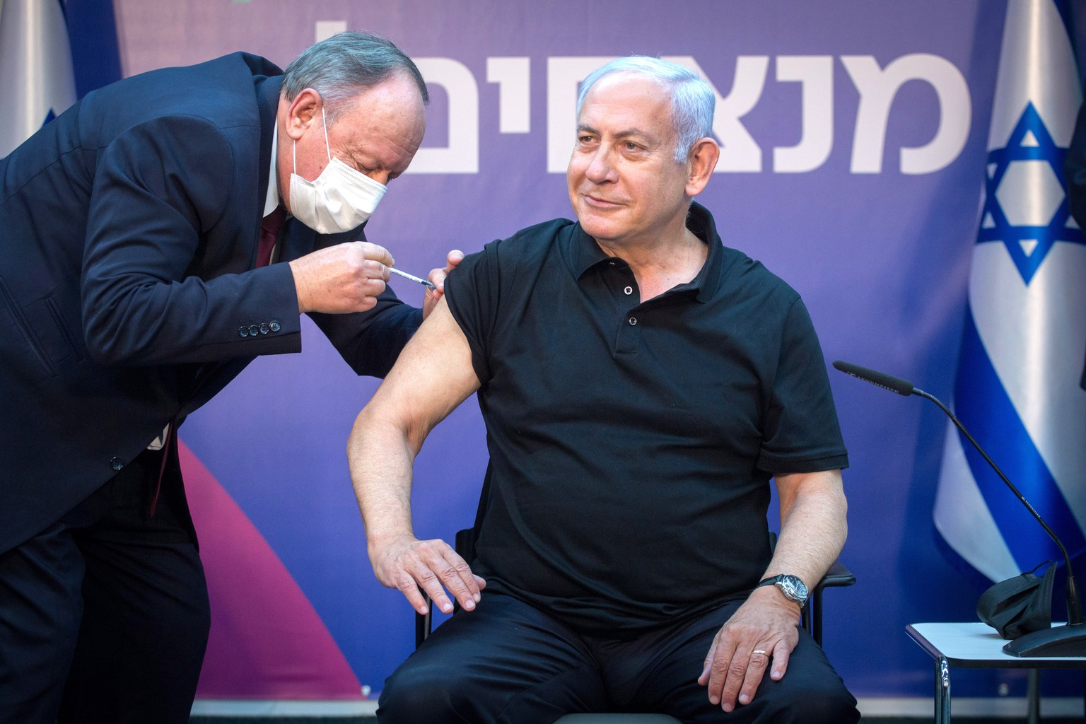 epa08929176 Israeli Prime Minister Minister Benjamin Netanyahu is administered the second jab of the Covid-19 vaccine, at Sheba Medical Center in Ramat Gan, Israel, 09 January 2021. Netanyahu received his first jab on 19 December 2020.  EPA/Miriam Elster/ POOL