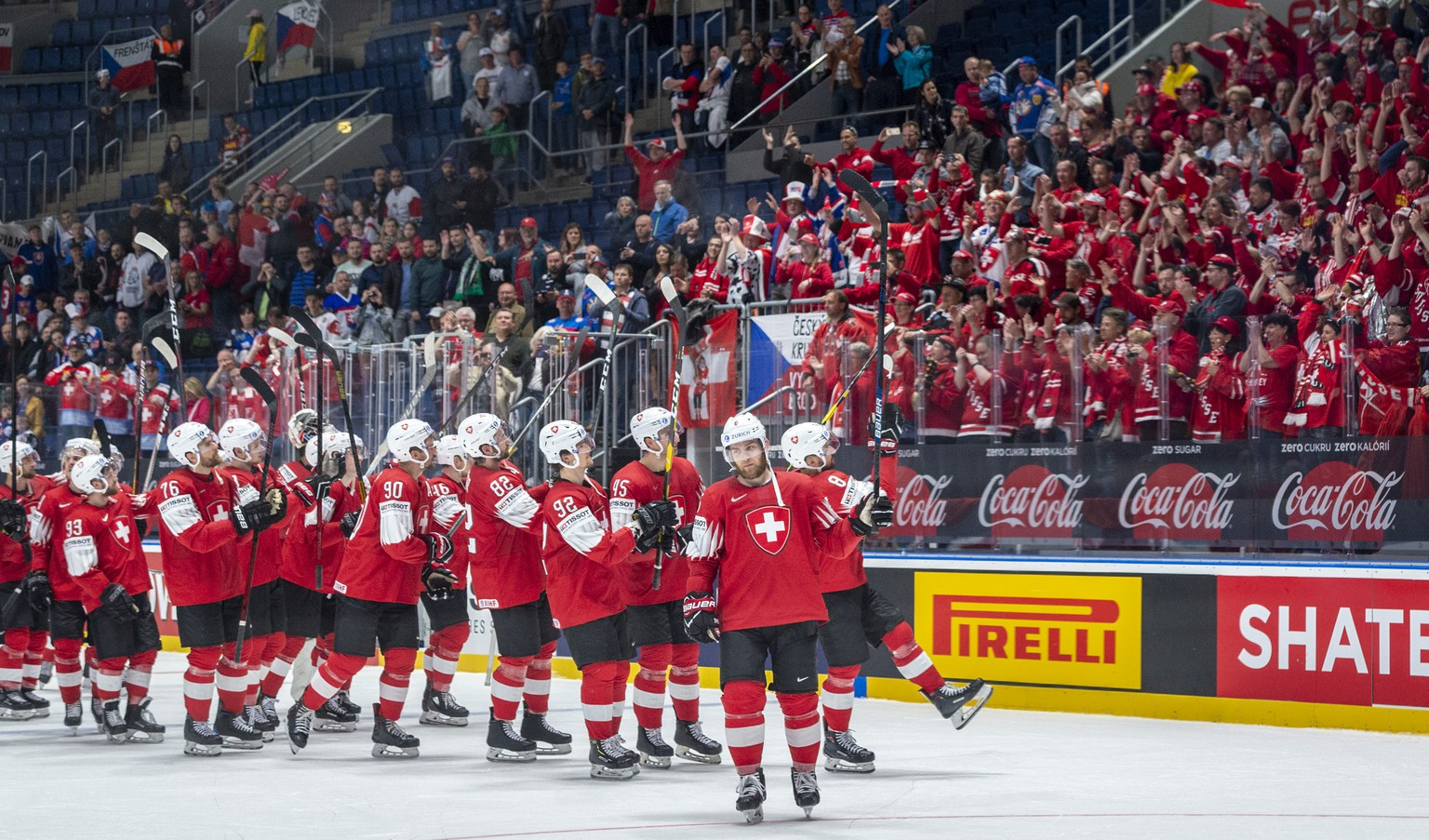 Switzerland's team and fans celebrater after winning 9:0 after the game between Switzerland and Italy, at the IIHF 2019 World Ice Hockey Championships, at the Ondrej Nepela Arena in Bratislava, Slovakia, on Saturday, May 11, 2019. (KEYSTONE/Melanie Duchene)