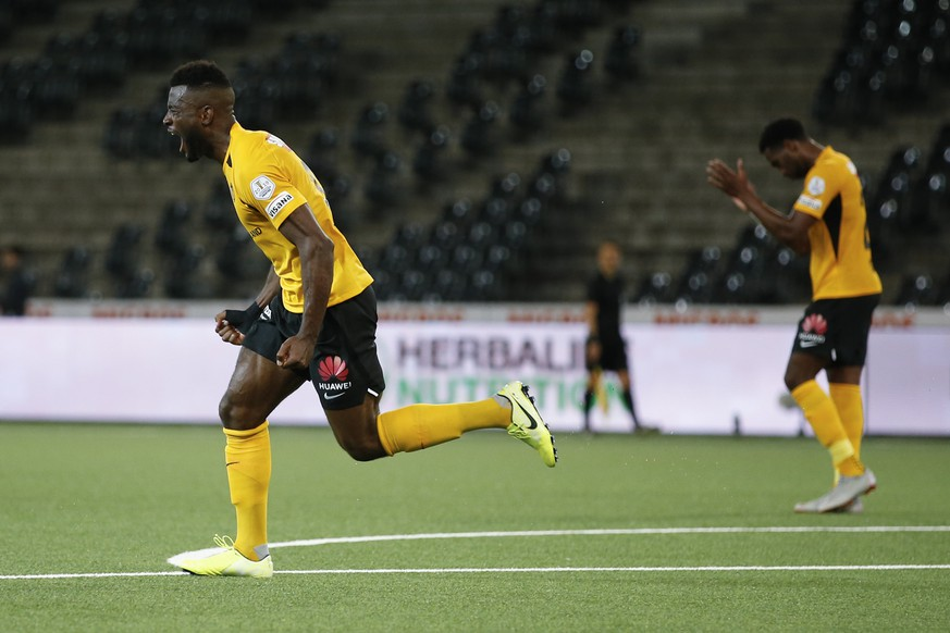 YB's Jean-Pierre Nsame celebrates after scoring the 3-2 during the first Super League soccer match after the Coronavirus lockdown, between BSC Young Boys and FC Zuerich, on Friday, June 19, 2020, at the Stade de Suisse in Berne, Switzerland. To prevent a second wave of Covid-19 infections, the match takes place without spectators. (KEYSTONE/Peter Klaunzer)