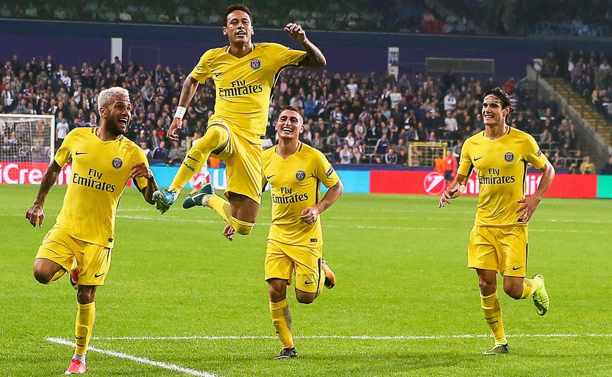 epa06274394 Paris Saint-Germain's Neymar (2-L) celebrates with his teammates after scoring the 3-0 lead during the UEFA Champions League group B soccer match between RSC Anderlecht and Paris Saint-Germain at Constant Vanden Stock Stadium in Anderlecht, near Brussels, Belgium, 18 October 2017.  EPA/STEPHANIE LECOCQ