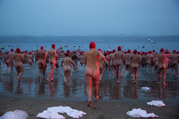 epa05380630 A handout picture made available by Tasmania's Museum of Old and New Art (MONA) shows swimmers taking the plunge for a mass skinny dip at dawn in the Derwent River in Hobart, Tasmania, Australia, 21 June 2016. The Nude Solstice Swim is part of the Dark Mofo festival (a winter version of the MONA: Festival Of Music and Art), celebrating the darkness of the southern hemisphere's winter solstice.  EPA/MONA/ROSIE HASTIE AUSTRALIA AND NEW ZEALAND OUT HANDOUT EDITORIAL USE ONLY/NO SALES