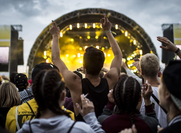 Festival-goers enjoy the performance of American rapper Cameron Jibril Thomaz, aka Wiz Khalifa, during the Openair Frauenfeld music festival in Frauenfeld, Switzerland, on Friday, July 11, 2014. The 20th Openair Frauenfeld takes place from July 10 to 12, 2014. (KEYSTONE/Ennio Leanza)