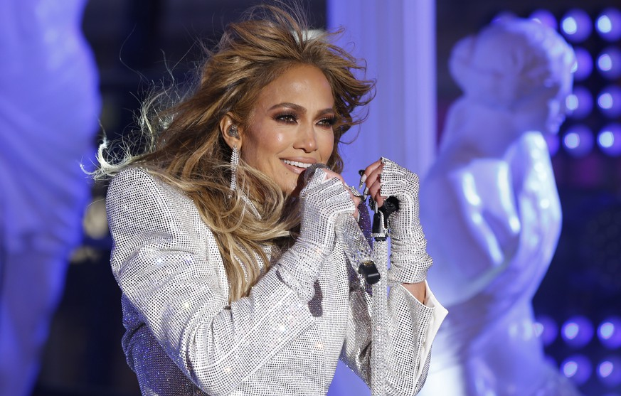 epa08913624 Jennifer Lopez performs in Times Square on New Years Eve in New York City, New York, USA, 31 December 2020.  EPA/GARY HERSHORN POOL