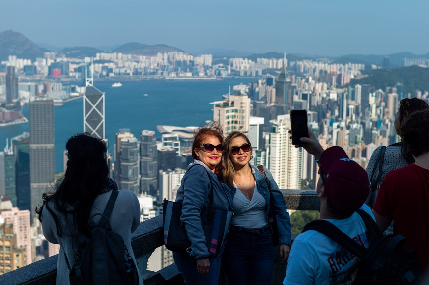 epa08111694 Tourists take pictures on a panoramic viewing deck on Victoria Peak in Hong Kong, China, 08 January 2019. According to recent reports, tourist arrivals in Hong Kong fell 56 percent year on year in November, the worst since the SARS outbreak in 2003.  EPA/JEROME FAVRE