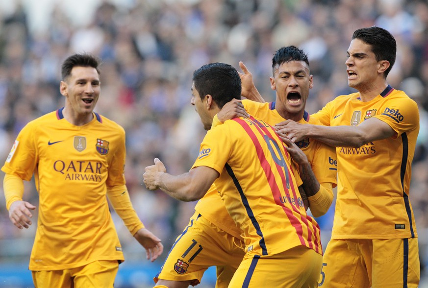 Barcelona's Luis Suarez, second left, is congratulated by teammates after scoring the first goal during a Spanish La Liga soccer match between Deportivo and Barcelona at the Riazor stadium in A Coruna, Spain, Wednesday, April 20, 2016. (AP Photo/Lalo R. Villar)