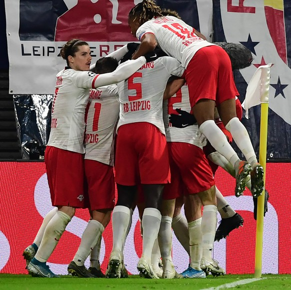 epa08029873 Players of Leipzig celebrate after scoring the 2-2 equalizer during the UEFA Champions League group G soccer match between RB Leipzig vs Benfica Lisbon in Leipzig, Germany 27 November 2019.  EPA/FILIP SINGER