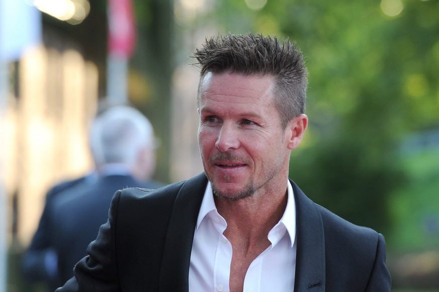 epa04952015 Austrian skydiver, Felix Baumgartner arrives for the Steiger Awards ceremony in Dortmund (Nordrhein-Westfalen), Germany, 26 September 2015. Baumgartner is one of the laureates of the Steiger Award 2015.  EPA/CAROLINE SEIDEL