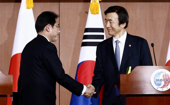 epa05082025 Japanese Foreign Minister Fumio Kishida (L), and South Koren counterpart Yun Byung-Se (R) shake hands during a joint press conference after their meeting at the Foreign Ministry in Seoul, South Korea, 28 December 2015. Fumio Kishida arrived in Seoul for talks with his South Korean counterpart Yun Byung-se, possibly setting a new direction in resolving the issue of the so-called comfort women. The two countries have been in negotiations on one of the most contentious issues between them - Japan's sexual enslavement of women, mostly Koreans, for its soldiers during World War II.  EPA/JEON HEON-KYUN
