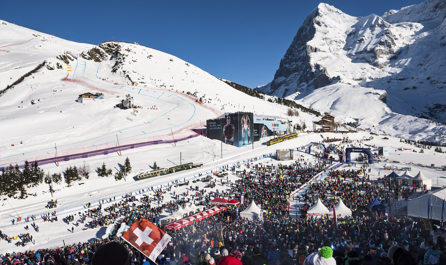 epa07300157 Spectators during the men's downhill race at the FIS Alpine Skiing World Cup in Wengen, Switzerland, 19 January 2019. On the right the Eiger mountain is seen.  EPA/JEAN-CHRISTOPHE BOTT