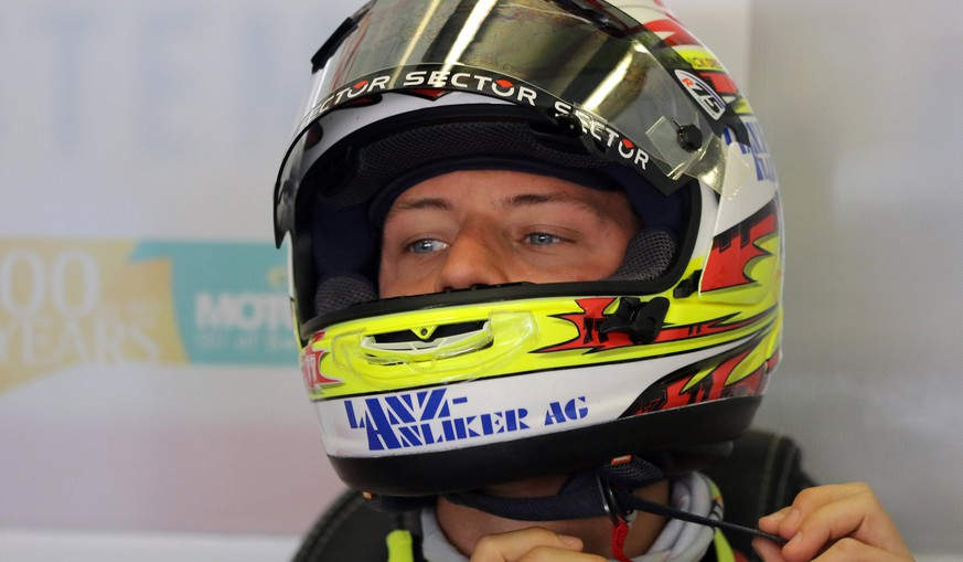 epa05975797 Swiss Moto2 rider Dominique Aegerter of Kiefer Racing during the free practice session of the French motorcycling Grand Prix at Le Mans race track, Le Mans, France, 20 May 2017.  EPA/EDDY LEMAISTRE