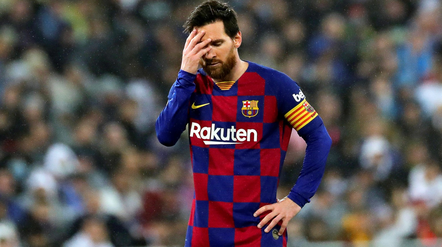 epa08263329 FC Barcelona's Lionel Messi reacts during the Spanish La Liga soccer match between Real Madrid and FC Barcelona, traditionally known as 'El Clasico', at Santiago Bernabeu stadium in Madrid, Spain, 01 March 2020.  EPA/JUANJO MARTIN