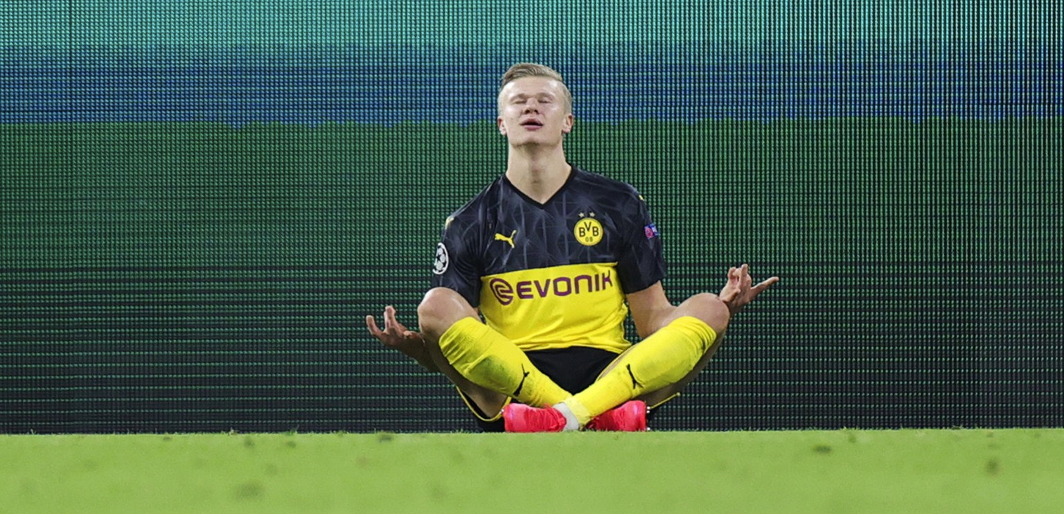 epa08226799 Dortmund's Erling Braut Haaland (C) celebrates scoring opening goal during the UEFA Champions League round of 16 first leg soccer match between Borussia Dortmund and Paris Saint-Germain  in Dortmund, Germany, 18 February 2020.  EPA/FRIEDEMANN VOGEL