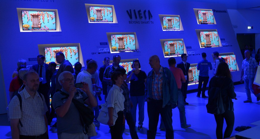 epa04387473 Visitors look at Viera televisions at the booth of Panasonic at the consumer electronics and home appliances trade fair IFA (for 'Internationale Funk Ausstellung'),in Berlin, Germany, 06 September 2014. The IFA takes place from 05 to 10 September 2014.  EPA/RAINER JENSEN
