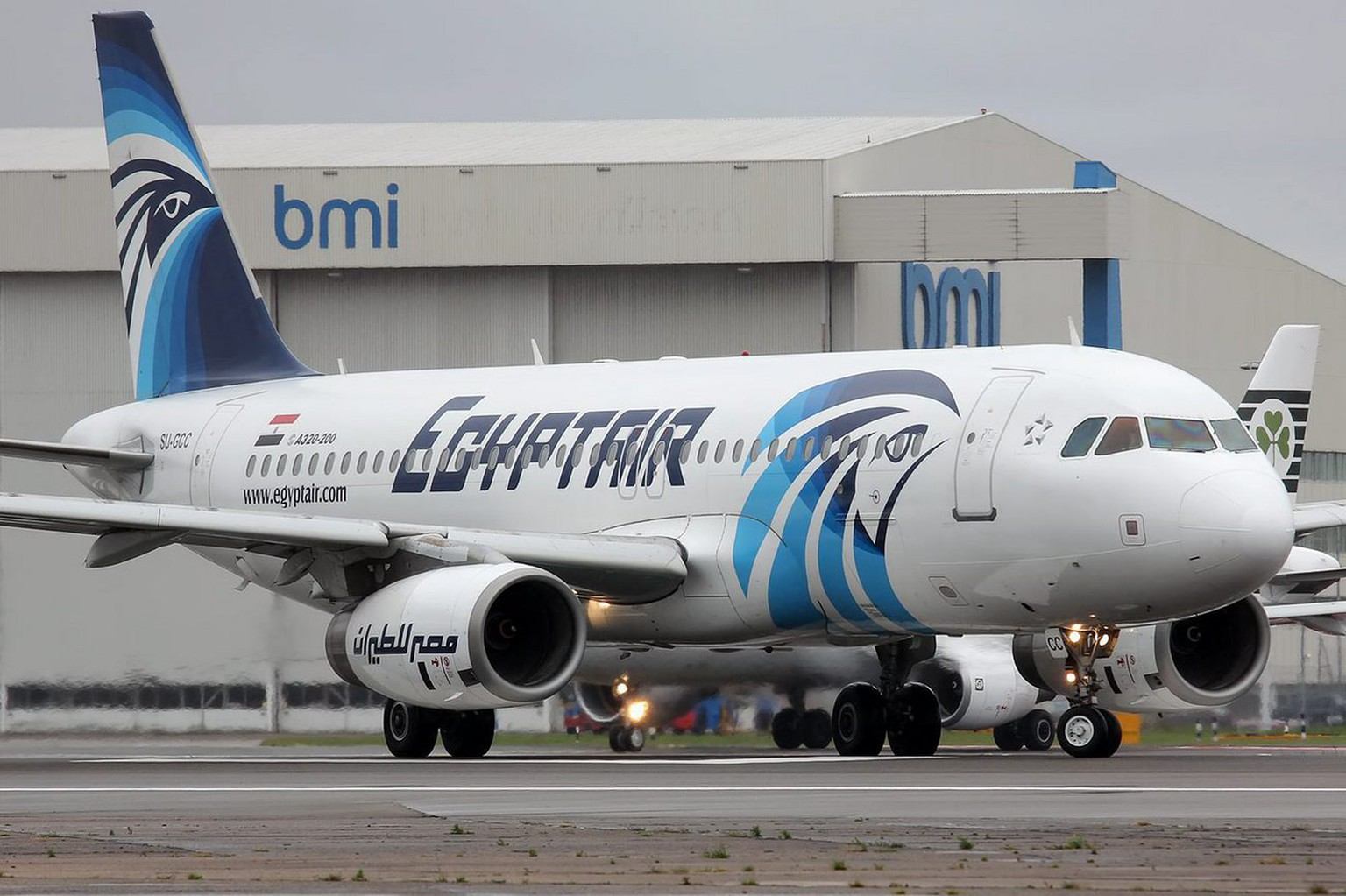 epa05316714 A picture made available 19 May 2016 shows an EgyptAir Airbus A320 with SU-GCC registration at Heathrow Airport, London, Britain, 09 April 2012. According to media reports quoting Egyptair on 19 May 2016, the EgyptAir flight MS804 disappeared off radar some 16km after entering Egypt's airspace. The plane, said to be carrying 66 people on board, 56 passengers and 10 crew members, took off from France's Charles de Gaulle airport on 18 May night and was expected to land in Cairo on 19 May early morning.  EPA/KRZYSZTOF KACZALA MANDATORY CREDIT: KRZYSZTOF KACZALA.  EDITORIAL USE ONLY/NO SALES