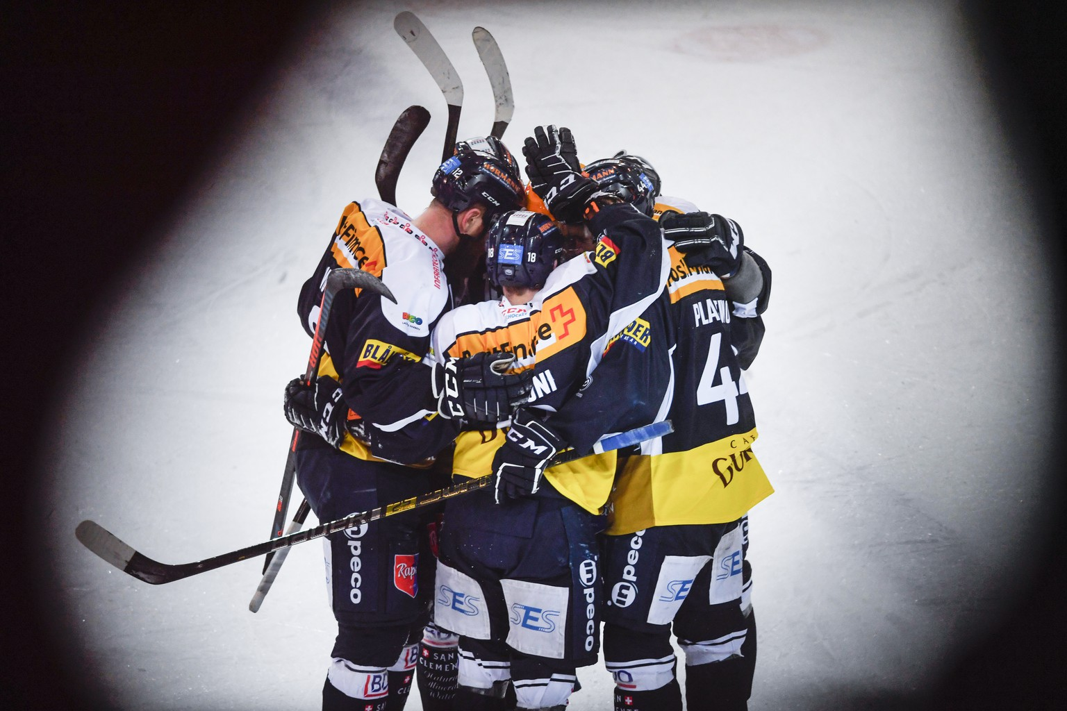 Ambri's player Matt D'Agostini celebrate withj teammate the 2-2 goal against Lausanne's player Stephan Tobias, during the preliminary round game of National League A (NLA) Swiss Championship 2019/20 between HC Ambri Piotta and HC Lausanne at the ice stadium Valascia in Ambri, Switzerland, Saturday, February 15, 2020..(KEYSTONE - ATS/Ti-Press/Alessandro Crinari).