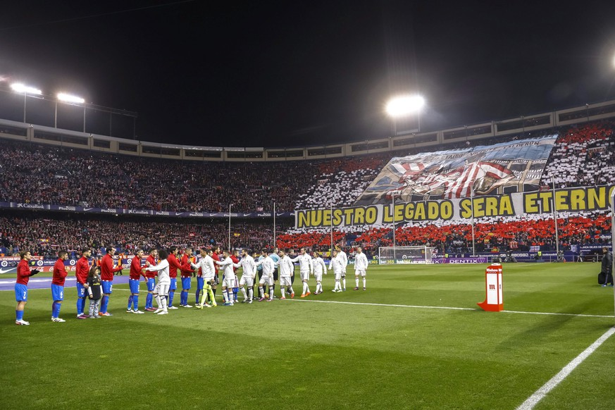 epa05638832 General view of the interior of Vicente Calderon stadium moments before the start of the Spanish Liga's Primera Division match between Atletico Madrid and Real Madrid in Madrid, central Spain, 19 November 2016.  EPA/EMILIO NARANJO