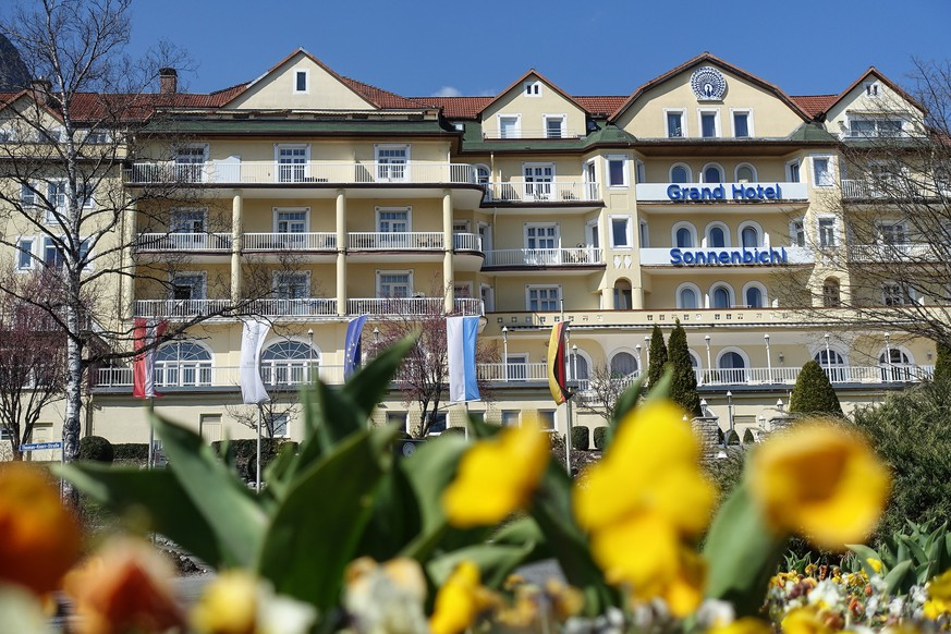 epa08338865 A general view shows the hotel Sonnenbichl in Garmisch-Partenkirchen, Germany, 02 April 2020. In the ongoing pandemic of the COVID-19 disease caused by the SARS-CoV-2 coronavirus, Thailands king Maha Vajiralongkorn is supposedly staying quarantined with his entourage in the luxury hotel belonging to him. As local media report, the monarch has long since shown a strong affection for Bavaria.  EPA/PHILIPP GUELLAND