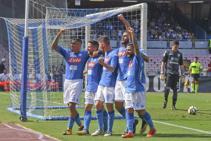 epa06237871 Napoli's forward Dries Mertens  (2-L) celebrates with his teammates after scoring the second goal by penalty during the Italian italian Serie A match soccer match between SSC Napoli and Cagliari Calcio at the San Paolo stadium in Naples, Italy, 01 October 2017.  EPA/CIRO FUSCO
